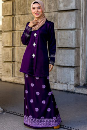 Kebaya Sareema Dark Purple